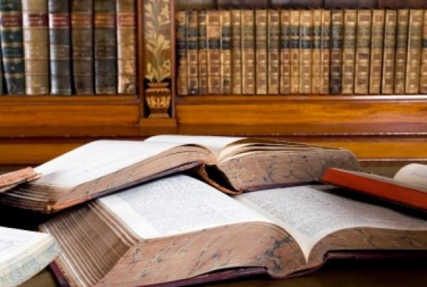 ديوان الفتوى والتشريع يُصدر مرسوماً بشأن (المكتبة الوطنية) وعشرة قرارات رئاسية