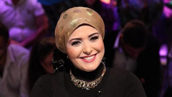الفنانة صابرين تنفعل على الهواء بسبب الحجاب