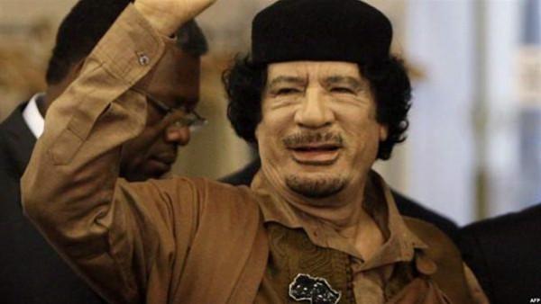 فيديو نادر للقذافي يشعل السوشيال ميديا