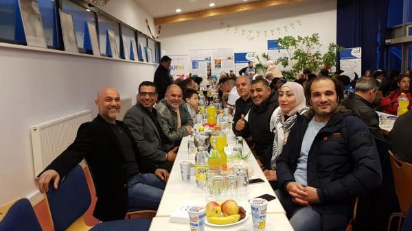 جمعية ناس بتساعد ناس تقيم إفطار رمضاني في مدينة نينبورغ