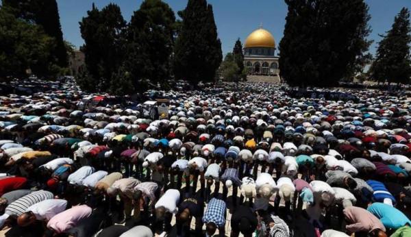 100 ألف مصل يؤدون صلاة الجمعة الثالثة في المسجد الأقصى