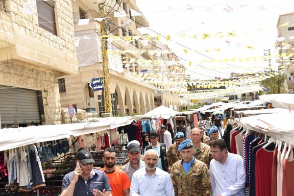 جولة لقائد لليونيفيل في مدرسة وسوق بنت جبيل التراثي في لبنان