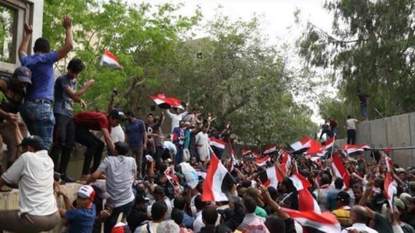 أنصار مقتدى الصدر يطالبون بإبعاد العراق عن صراع إيران والولايات المتحدة