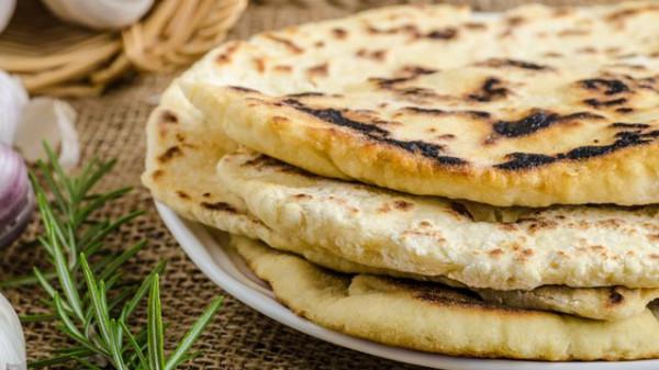 طريقة عمل خبز النان الهندي بالزبده