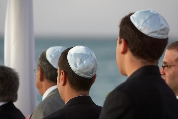 """تحذير لليهود في ألمانيا.. لا ترتدوا """"الكيباه"""""""