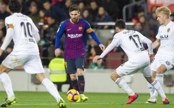 فالنسيا بطلا لكأس ملك إسبانيا بثنائية في شباك برشلونة