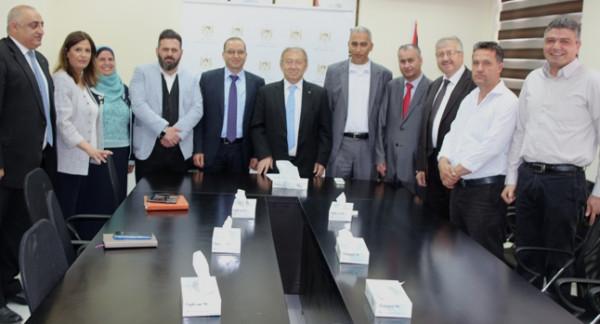 وزارة الاقتصاد الوطني تبحث إمكانيات تنمية قطاع الصناعات البلاستيكية