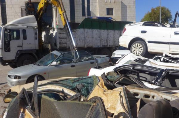 الشرطة تُتلِف (107) مركبات غير قانونية في قلقيلية