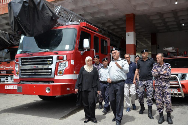 د.غنام تزور الدفاع المدني برام الله وتثمن دورهم خلال موجة الحر