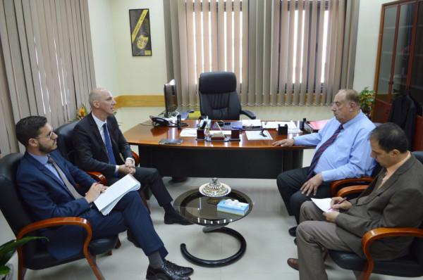 وزير التعليم العالي يبحث مع القنصل السويسري تعزيز التعاون المشترك