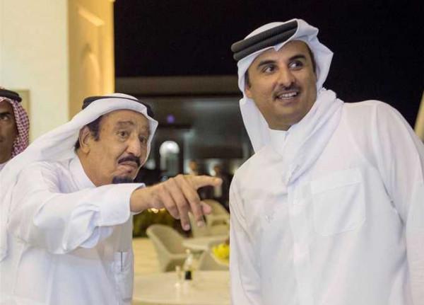أمير قطر يَتَسَلّم دعوة لحضور قمة مجلس التعاون الخليجي في مكة المكرمة