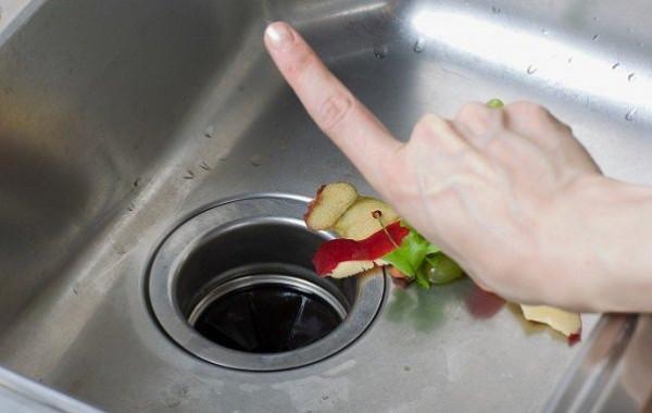 دون الحاجة إلى سباك.. أسرع طريقة لتسليك الأحواض المسدودة