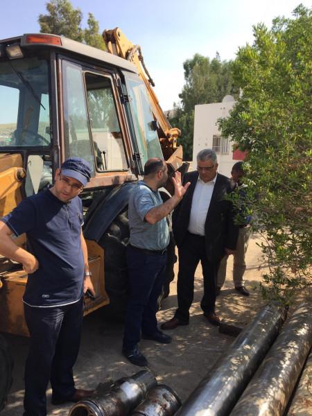 الوزير غنيم يتفقد العمل في بئر العيزرية