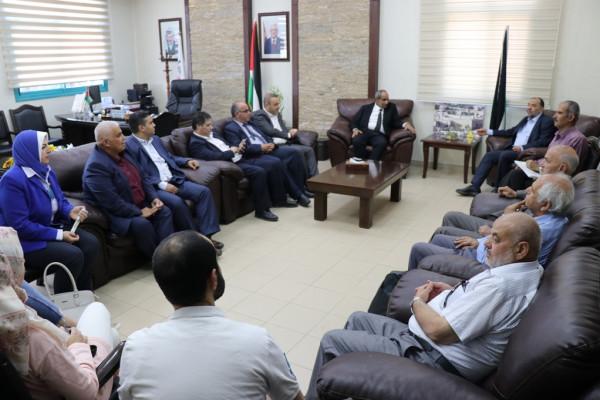 أبو سنينة يلتقي وزير الأشغال والإسكان ويطلعه على احتياجات مدينة الخليل
