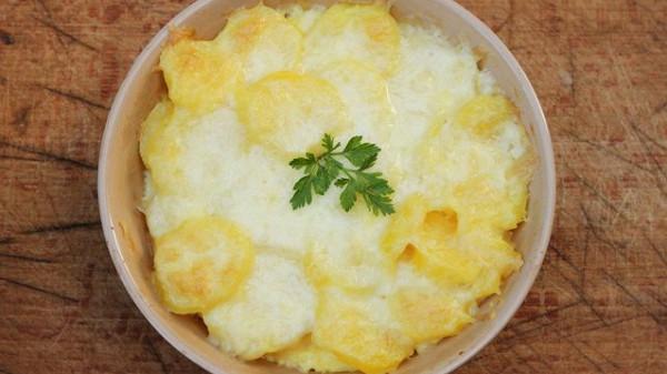 بطاطس بالفرن بالجبن