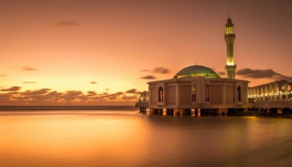 """صوراً مذهلة لـ""""المسجد العائم"""" في جدة"""