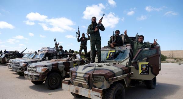 """""""الجيش الوطني الليبي"""" يعلن تقدمه غربي طرابلس"""