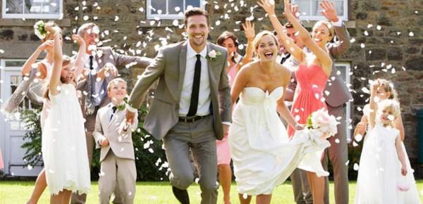 زفافكِ إقترب؟ دليلك للتخطيط لحفل خارجي بنفسك