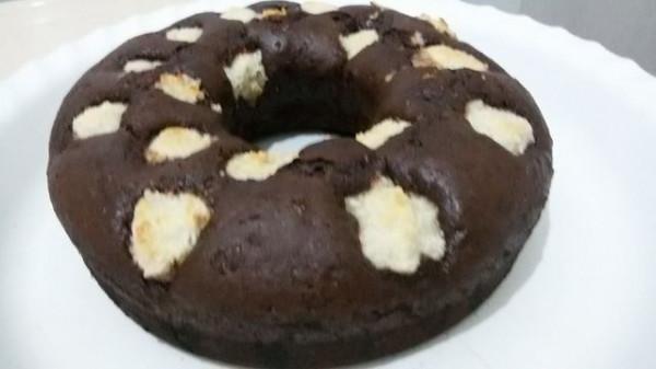 كيكة الشوكولاته مع كرات جوز الهند