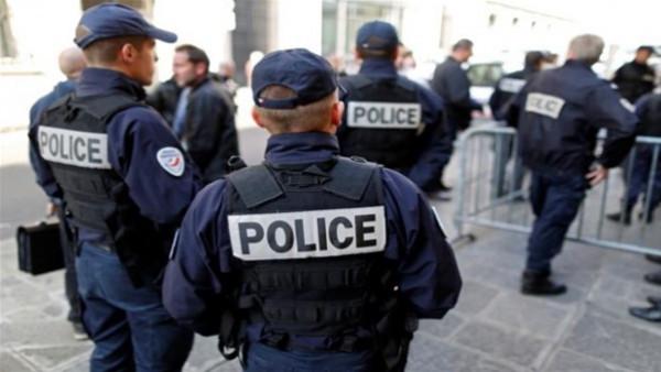 """فرنسا تفكك خلية خططت لمهاجمة """"مسلمين ويهود"""""""