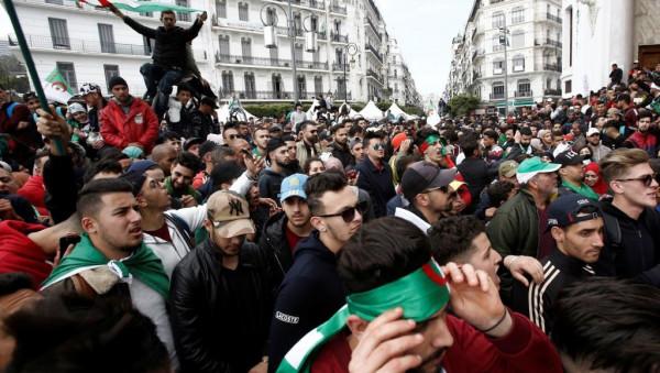 الجزائر.. آلاف الطلاب يعودون للتظاهر رفضا لرموز نظام بوتفليقة