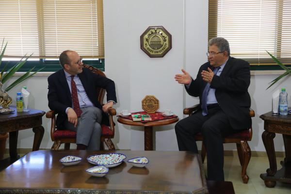 رئيس جامعة القدس يستقبل ممثل المكسيك لدى فلسطين لبحث سبل التعاون البحثي