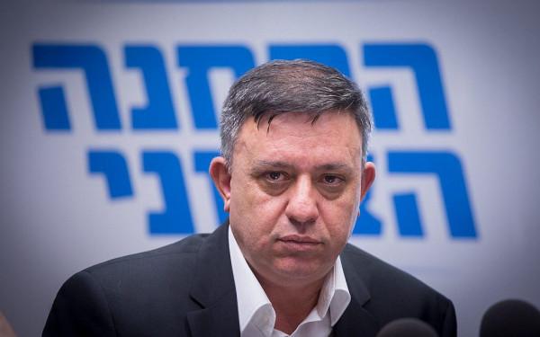 مسؤول إسرائيلي يُهاجم رئيس حزب العمل: كان حفارًا للقبور