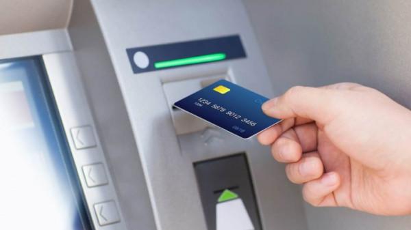 شاهد: صراف آلي ATM يطرح النقود من تلقاء نفسه