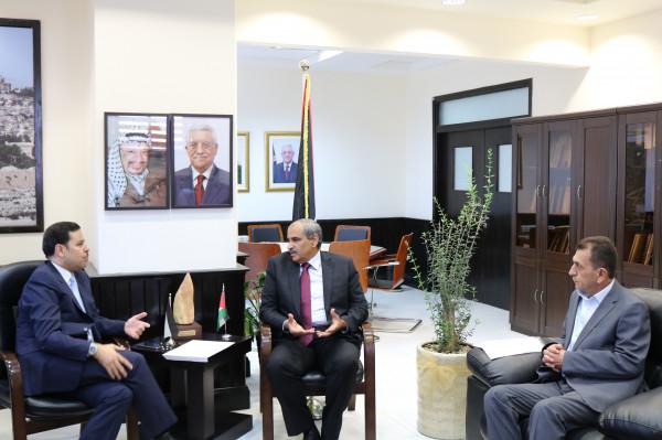 زيارة يبحث مع السفير الأردني خطة لتبادل الخبرات في مجال البنية التحتية