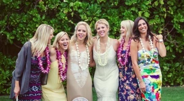 كيف ترتدين الزي نفسه في 4 حفلات زفاف مختلفة؟