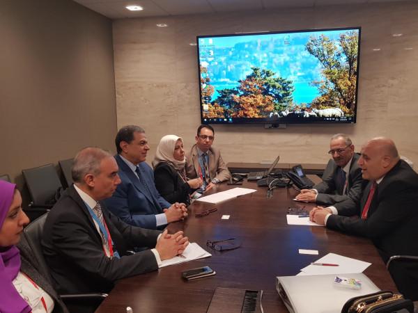 وزير العمل يبحث مع نظيريه المصري والتونسي أوجه التعاون المشترك
