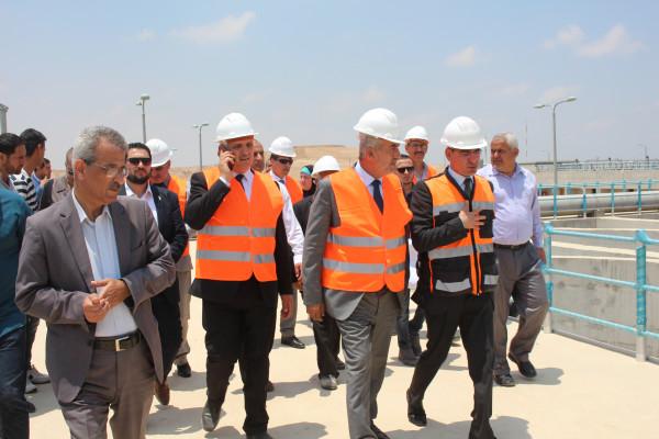 وزير الحكم المحلي يفتتح عدداً من المشاريع التطويرية في المحافظات الحنوبية