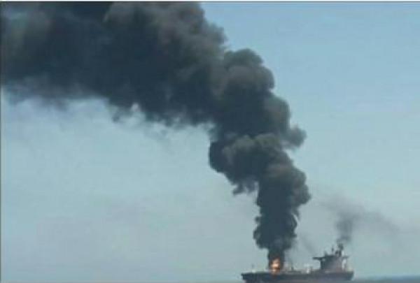 شاهد: نشر أولى لصور الناقلتين المستهدفتين في بحر عُمان