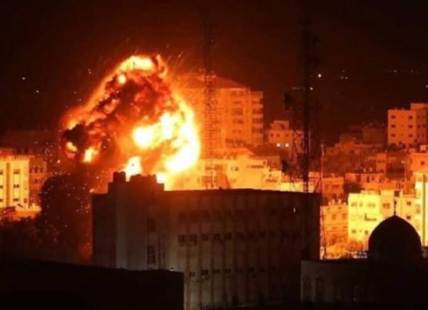 بالطائرات الحربية والمدفعية.. الاحتلال يقصف عدة أهداف في قطاع غزة