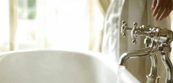 فنانة خليجية تصدم جمهورها بفيديو من داخل حوض الاستحمام