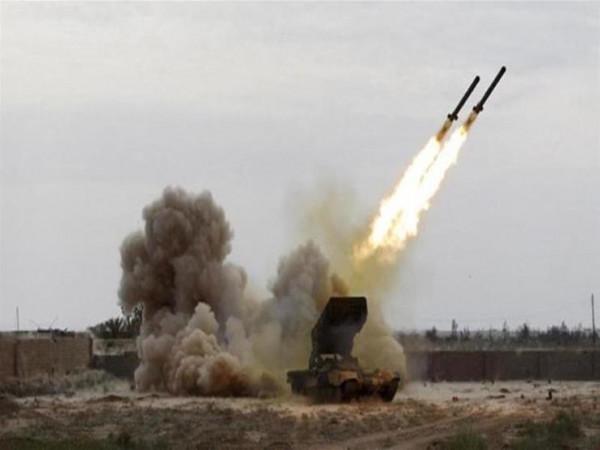 أطلقه الحوثيون.. الدفاع الجوي السعودي يعترض صاروخاً باليستياً في سماء أبها
