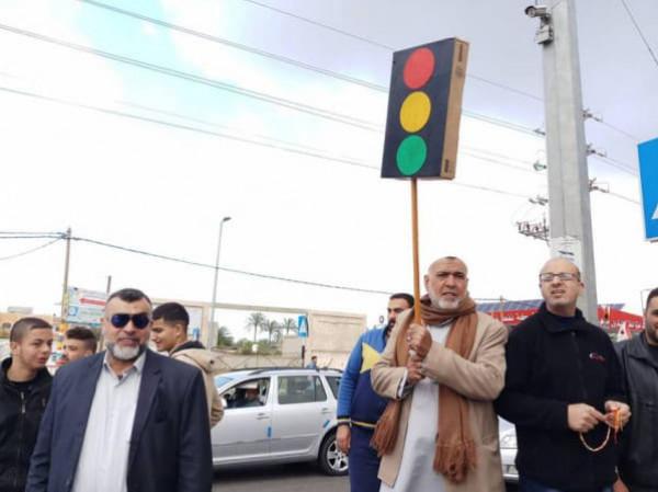 أهالي المغازي يطالبون قطر بتمويل موضوع تركيب إشارات ضوئية بالمخيم