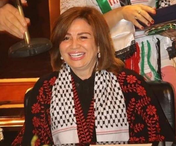 إلهام شاهين تُخطئ في علم فلسطين مرتين.. والجمهور غاضب
