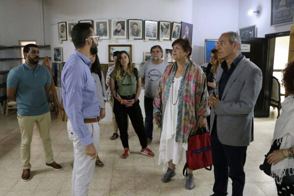 محافظ اريحا والأغوار يطلع وفدا اعلاميا يونانيا على الاوضاع في الاغوار