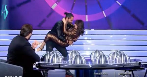"""رقصة جريئة لـ ديما بياعة وزوجها في """"اكلناها"""" وباسم ياخور مصدوم"""