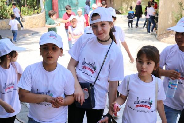 بلدية الخليل تطلق مخيماتها الصيفية