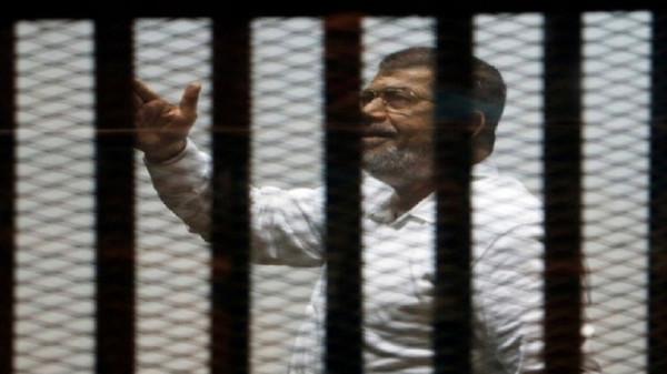 ماذا طلبت أسرة الرئيس مرسي من النيابة المصرية وأين سيُدفن؟