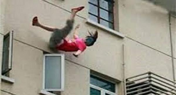 صورة.. مصري يلقي زوجته من الطابق الثالث بالمحكمة