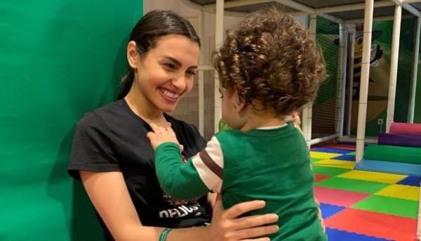 كارمن سليمان تستفز الجمهور بصورها مع ابنها