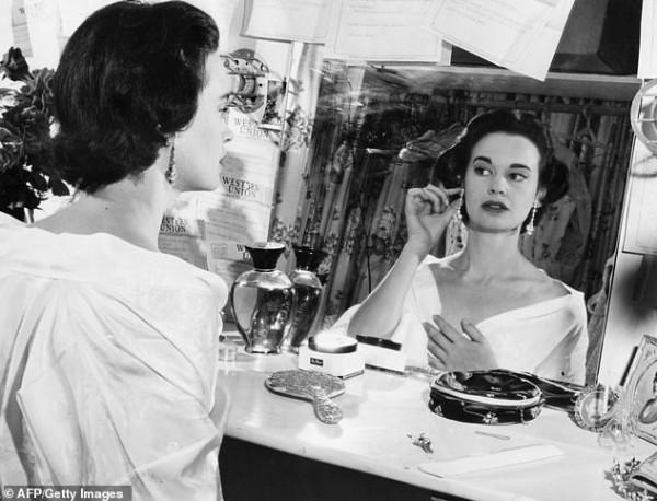 وفاة أيقونة الموضة الأمريكية غلوريا فاندربيلت بالطريقة التي أرادتها