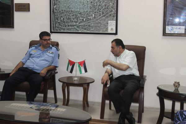 رئيس بلدية قلقيلية يستقبل وفدا من شرطة المدينة