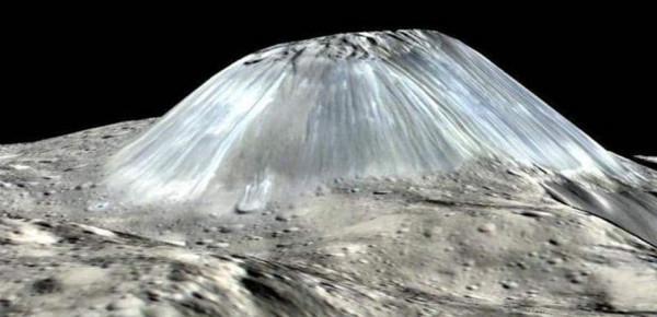 """""""لم تر البشرية مثله"""".. """"ناسا"""" تكشف صورة لجبل على كوكب قزم"""