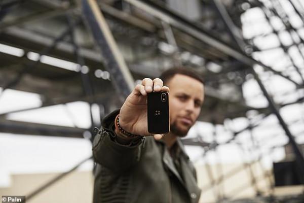 أصغر هاتف في العالم.. جهاز آيفون بنظام أندرويد يثير الضجة