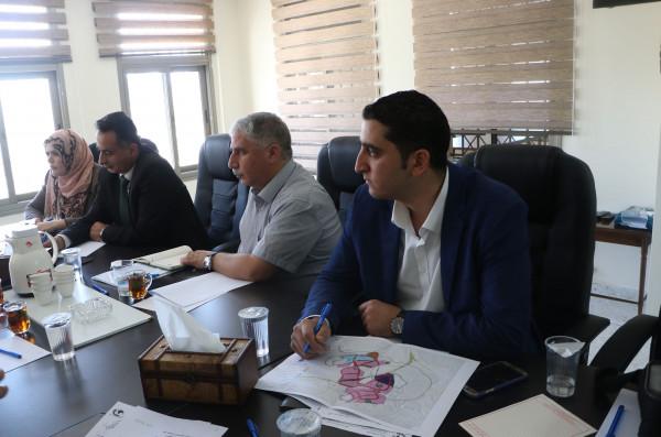 المحافظ البكري يترأس اجتماع اللجنة التوجيهية للمنطقة الصناعية
