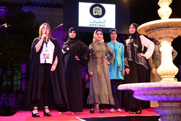 ملابس المحجبات تسطع فوق منصة صالون الزفاف المغربي